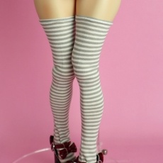 p_adela_kneesocks_border_white_01
